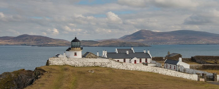 Faro de la Isla de Clare en Irlanda