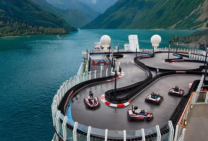cruceros Norwegian con pistas de carreras de coches